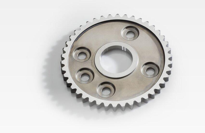 Sprocket for crankshaft adjuster - component of the crankshaft drive and at the same time cover to the camshaft adjuster