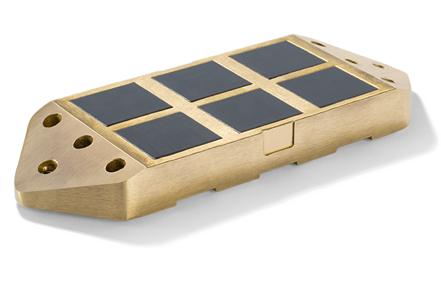 Third-rail cast collector shoe for composite busbars